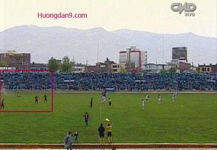 Đang đá bóng bị sét đánh ở Peru