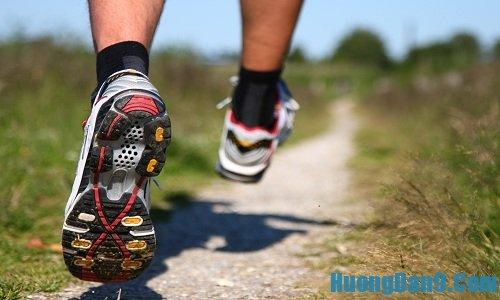 Cách chạy bộ đúng cách bằng cách bật chân