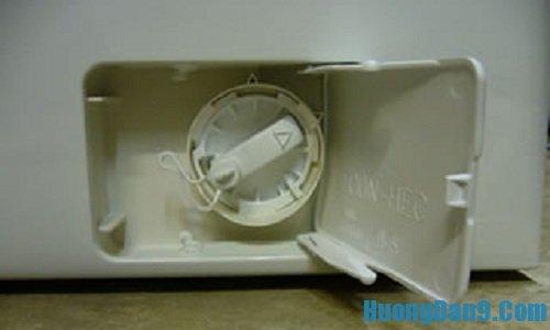 Hướng dân cách tự vệ sinh lưới lọc bơm xả nước cho máy giặt tại nhà