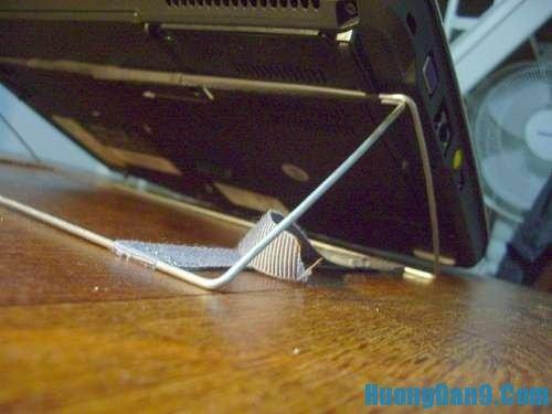 Hướng dẫn cách tự chế giá đỡ laptop từ móc áo tại nhà
