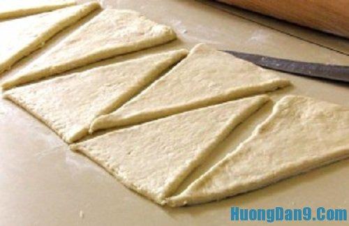 Hướng dẫn chi tiết cách làm bánh mì sừng trâu đơn giản mà ngon