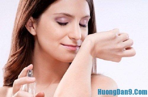Hướng dẫn cách phân biệt nước hoa thật và giả qua mùi hương lưu