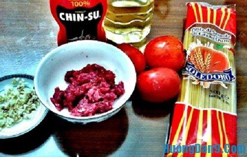 Nguyên liệu cần chuẩn bị trước khi thực hiện cách làm mì ý sốt cà chua thịt bò
