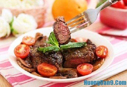 Hướng dẫn cách làm thịt bò áp chảo sốt nấm cực ngon
