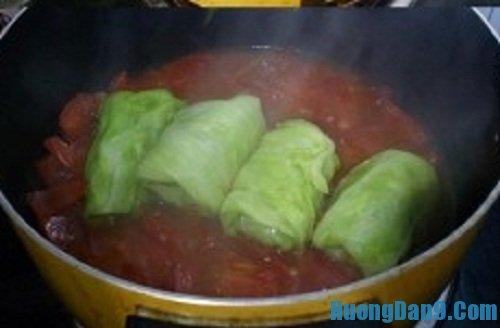 Các bước hướng dẫn cách làm bắp cải cuộn thịt sốt cà chua