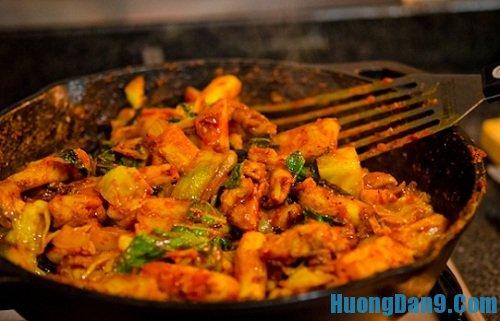 Hướng dẫn cách làm thịt gà xào bắp cải tại nhà