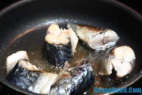 Hướng dẫn chi tiết cách làm cá kho chuối xanh