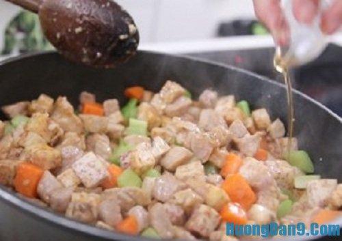 Các bước thực hiện cách làm thịt heo xào khoai môn