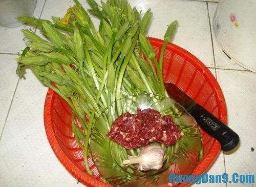 Nguyên liệu chuẩn bị cho cách làm bông bí xào thịt bò