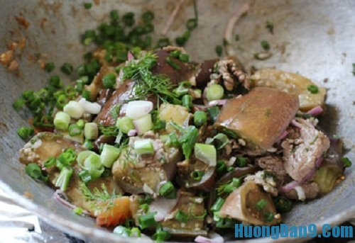 Hướng dẫn chi tiết cách làm thịt bò xào cà tím thơm ngon khó cưỡng