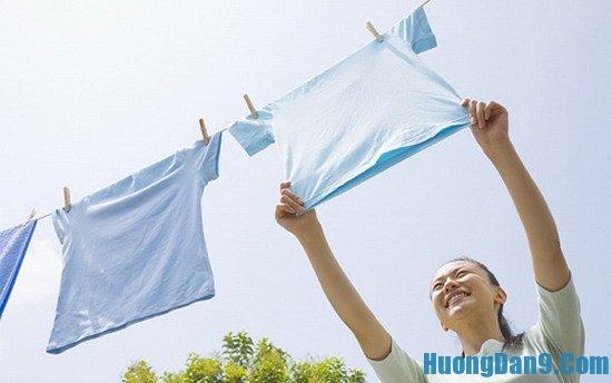 Cách giặt quần áo không bị hôi vào mùa mưa