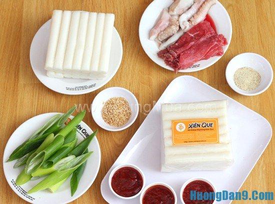 Hướng dẫn cách chuẩn bị nguyên liệu làm bánh gạo cay Tteokbokki tại nhà