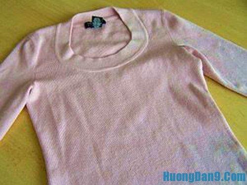 Biến tấu áo pull cũ thành áo khoác mùa thu cực chất