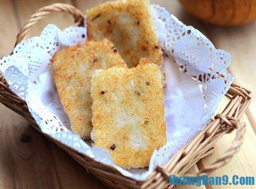 Hướng dẫn cách làm bánh gạo chiên hành giòn ngon tại nhà