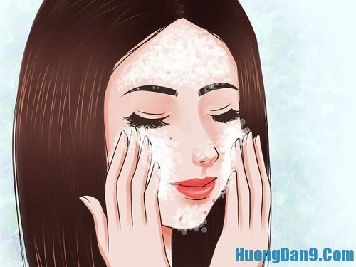 Làm sạch da kết hợp với massage nhẹ nhàng bằng nước ấm