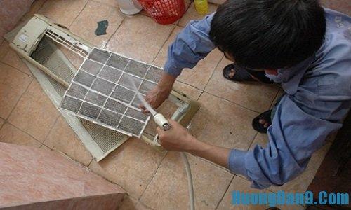 Các bước chi tiết hướng dẫn làm sạch lưới lọc không khí khi vệ sinh điều hòa