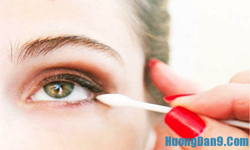 Hướng dẫn các bước chi tiết kẻ viền mắt dưới khi trang điểm