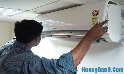 Lắp lại thiết bị máy lạnh khi thực hiện xong hướng dẫn vệ sinh điều hòa đúng cách