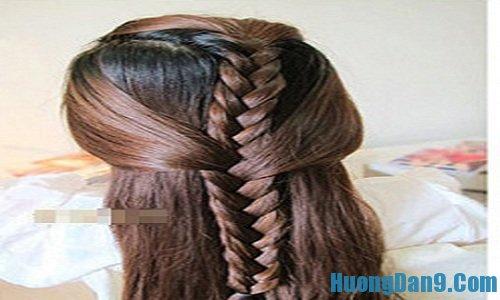 Tiếp tục thực hiện cách tết tóc gắn nơ đẹp, quyến rũ cho bạn gái