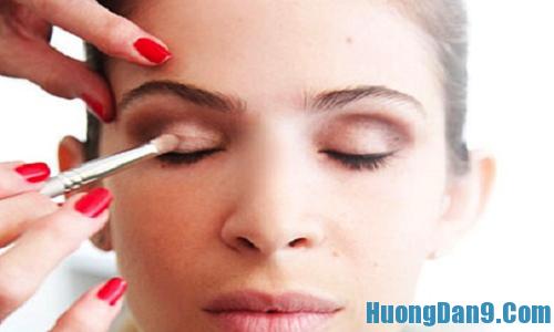 Cách chọn bóng mắt màu sáng trong trang điểm mắt giúp mắt đẹp hơn