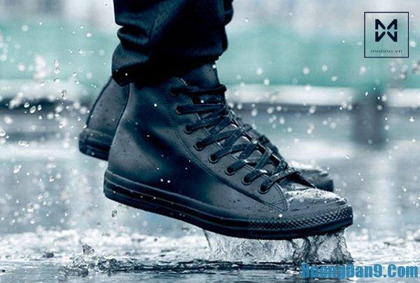 Hướng dẫn cách làm giày khô nhanh trong mùa mưa