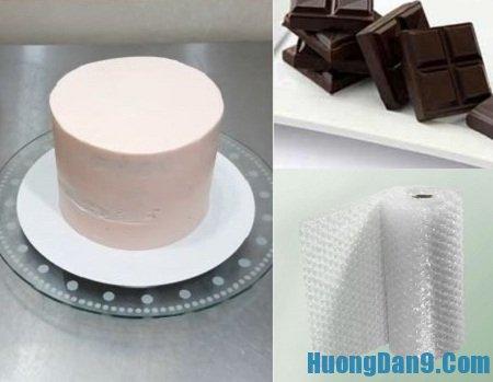Nguyên liệu cần chuẩn bị để thực hiện trang trí bánh gato bằng túi nilon bóp nổ tại nhà