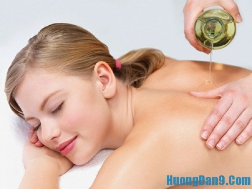 Mẹo trị mụn ở lưng bằng dầu oliu