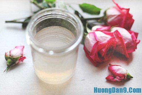 Phương pháp trị mụn ở trán bằng hoa hồng