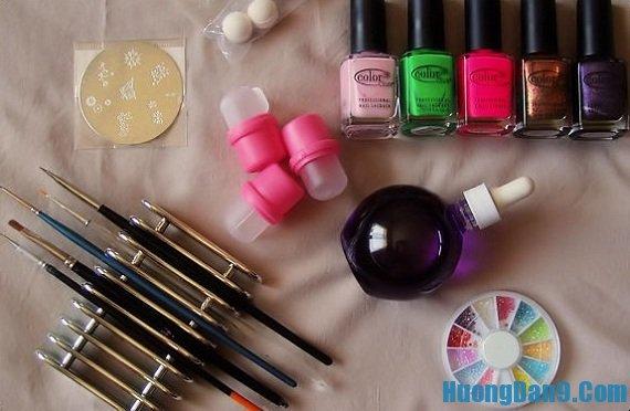 Những nguyên liệu cần chuẩn bị để vẽ mẫu nail đa sắc