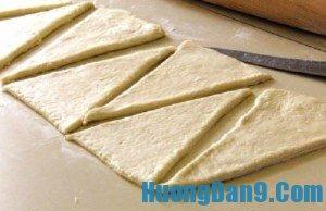 Hướng dẫn cách làm bánh mì ngọt sừng trâu cho bữa sáng