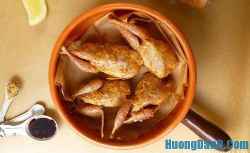 Tiền hành thực hiện cách làm chim cút nướng tỏi ớt cực hấp dẫn cho ngày cuối tuần