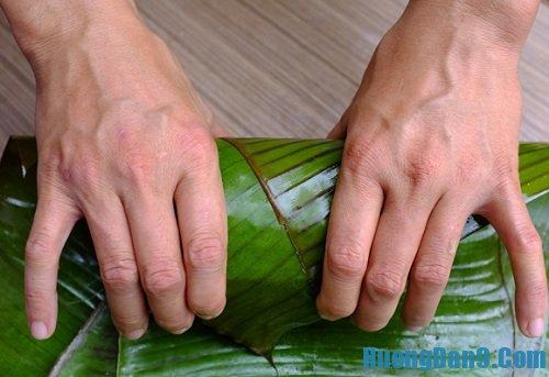 Hướng dẫn cách làm giò xào thủ công bằng lá chuối