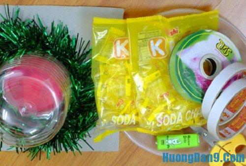 Nguyên liệu chuẩn bị thực hiện cách làm quả dứa bằng kẹo oishi đẹp mắt