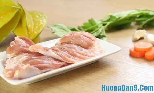 Nguyên liệu cần chuẩn bị để thực hiện cách làm thịt gà xào khế thơm ngon cho gia đình
