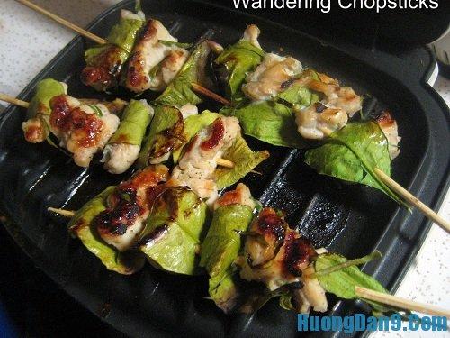 Các bước hướng dẫn cách làm gà nướng lá chanh