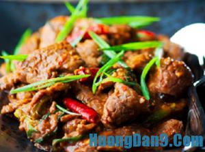 Hướng dẫn cách làm bò xào Mông Cổ ngon đúng điệu