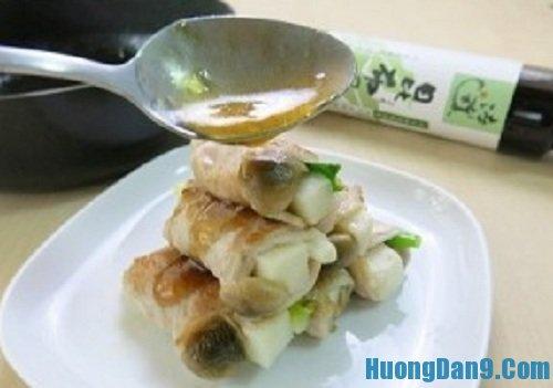 Tiến hành thực hiện cách làm thịt cuốn măng nấm