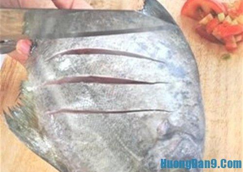 Sơ chế nguyên liệu làm cá chim rim măng tươi