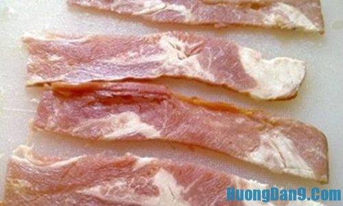 Hướng dẫn chi tiết cách làm thịt xông khói cuộn dưa vàng