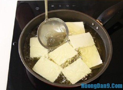 Tiến hành thực hiện cách làm đậu phụ kho trứng