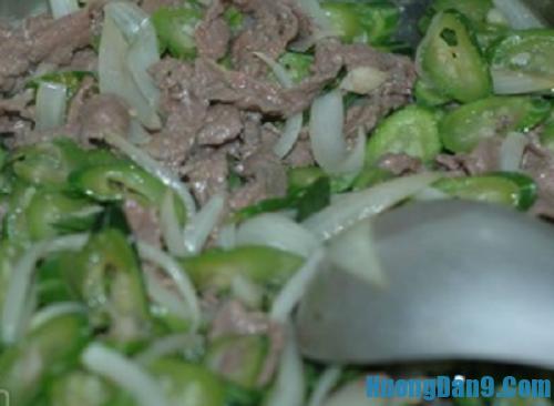 Hướng dẫn chi tiết cách làm thịt bò xào mướp Nhật đơn giản mà ngon