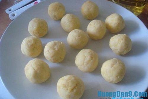 Tiến hành thực hiện cách làm bánh dày nhân đậu xanh đơn giản mà ngon
