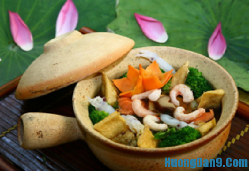 Hướng dẫn cách làm đậu hũ hải sản chay om niêu đất cực ngon