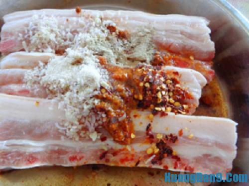 Tiến hành thực hiện cách làm thịt heo nướng cà ri thơm ngon tại nhà