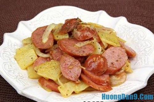 Hướng dẫn cách làm khoai tây xào xúc xích thơm ngon
