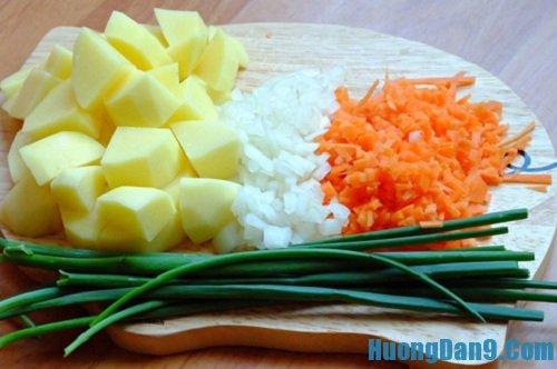 Sơ chế nguyên liệu thực hiện cách làm nem khoai tây