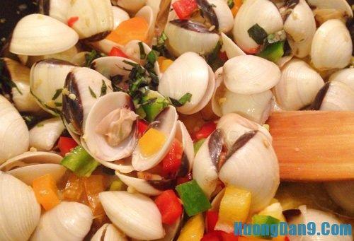 Hướng dẫn chi tiết cách làm ngao xào nước cốt dừa ngon tại nhà