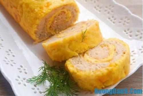 Thưởng thức thành phẩm món ăn sau khi thực hiện cách làm trứng cuộn thịt gà